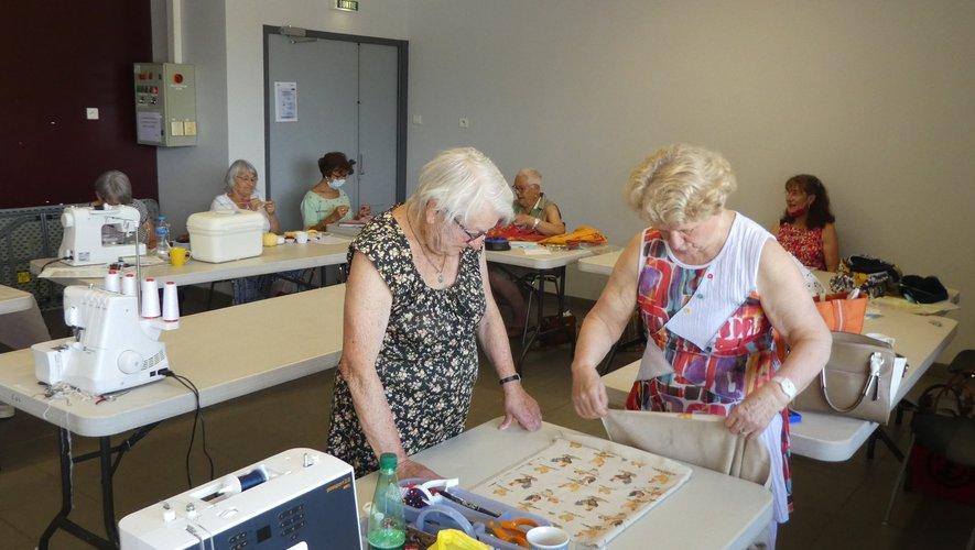 Les participantes au dernier atelier sous l'œil attentif d'Isabelle Frayssinhes.