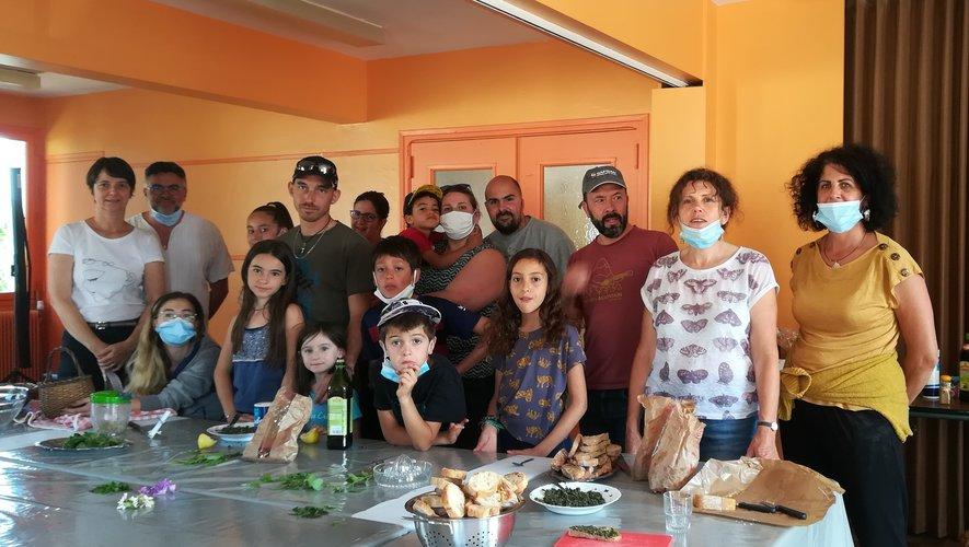 Les ateliers de cuisine sauvage attirent de nombreuses familles adhérentes au Centre Social laissagais.