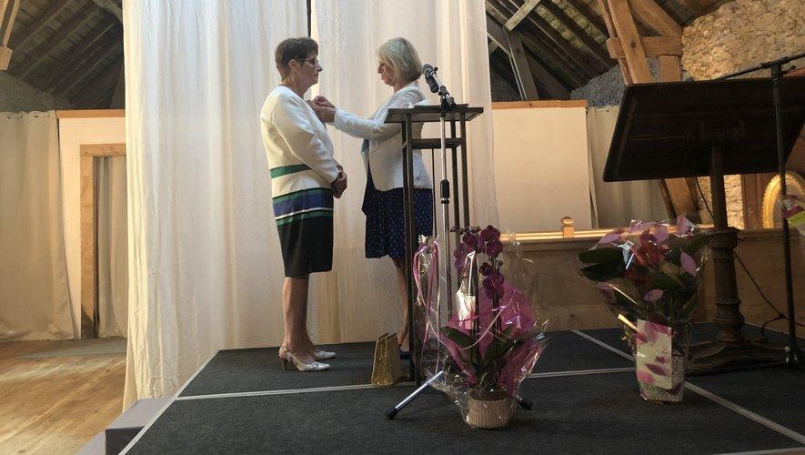 L'ancienne médecin généraliste a reçu sa médaille des mains de Brigitte Bourguignon, ministre de l'Autonomie.
