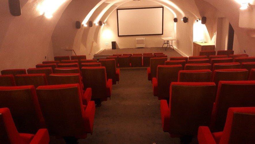La salle de cinéma du Grenier de monsieur à Salles-Curan.