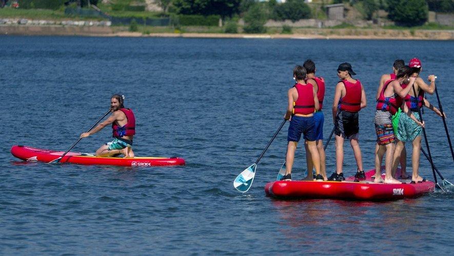Méga paddle sur le lac de Villefranche-de-Panat.