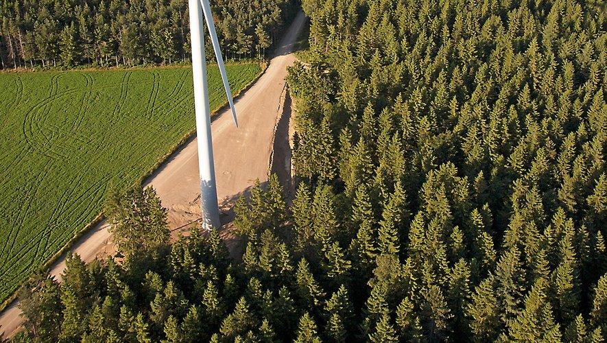Du haut des éoliennes, il fait bon vent à Salles-Curan.