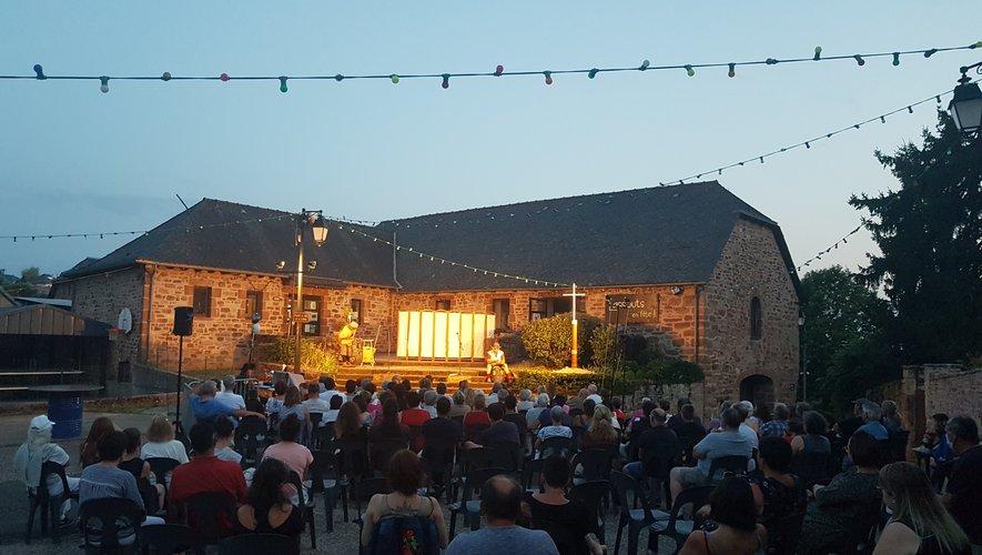Le public a apprécié la première jeudi soir à Lassouts narrant les aventures Jacquaires. Rendez-vous ce samedi soir à Espalion.