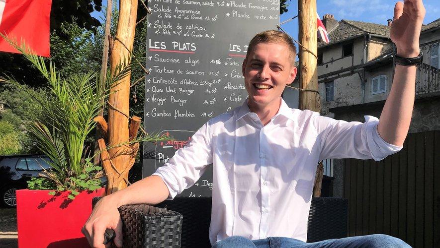 Après avoir pas mal bourlingué, Pierre Pradal retrouve l'Aveyron et Entraygues où  il a commencé sa carrière, à l'Hôtel de la Rivière.AD