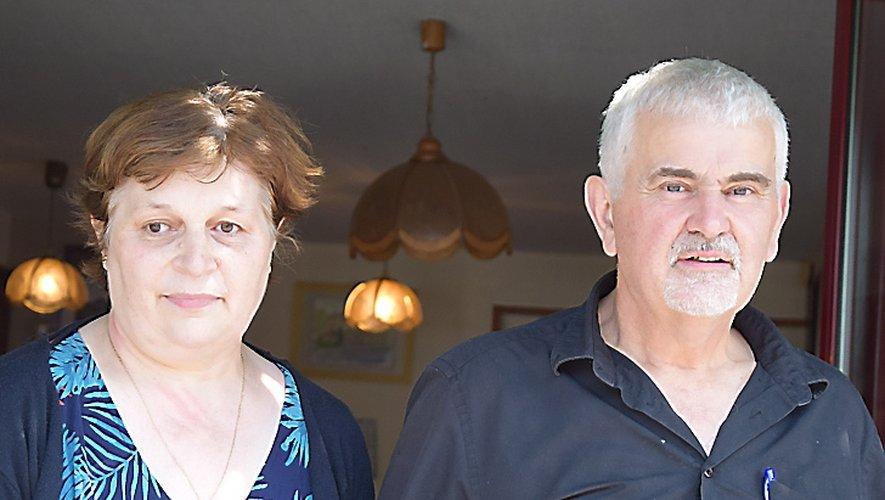 Christine et Michel Vayssade fêtent leur départ en ce dimanche jacquaire, jour de fête du village de Lassouts.