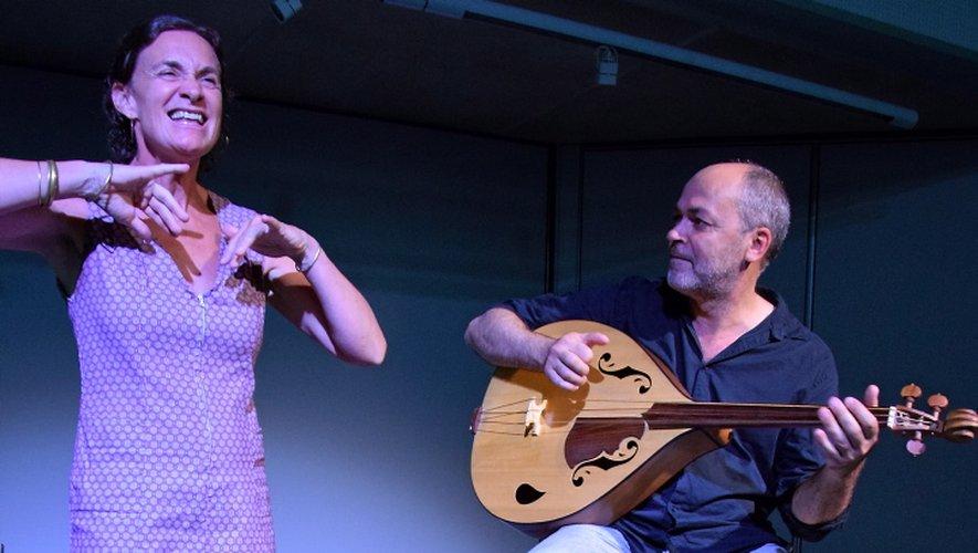 De la poésie avec Marie Caumes et Laurent Cavalié.