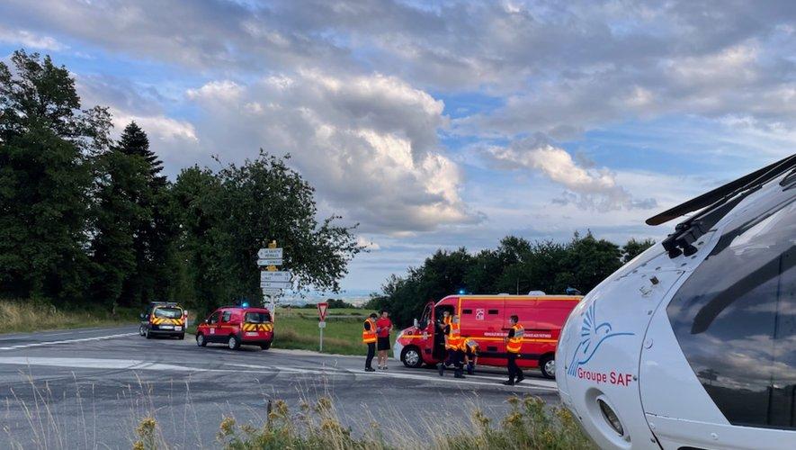 La gravité de son état a nécessité qu'il soit héliporté par l'appareil du Smur vers le centre hospitalier de Rodez.