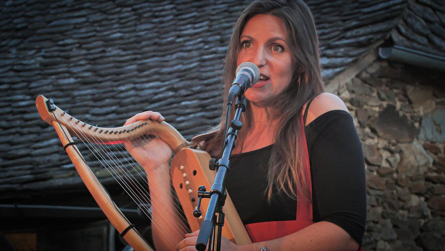 Céline Mistral à la harpe, mais également au chant.