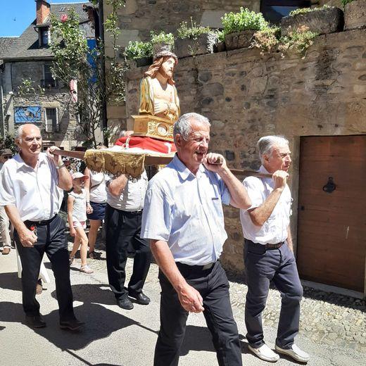 Le reliquaire à la processionde la Sainte-Épine.
