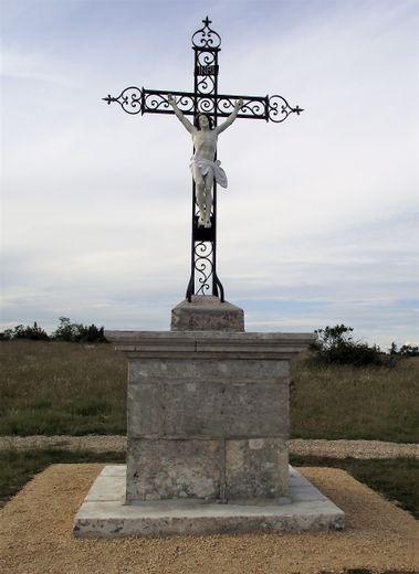 La croix du Puech restaurée par des bénévoles.