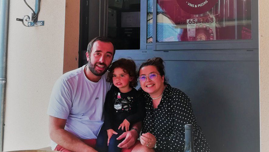 Victoire et Sébastien avec leur ravissante fille qui leurs rend visite de temps en temps.
