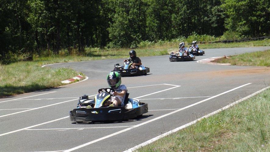 Les jeunes entre cirque, kart, lac et rallye-photo