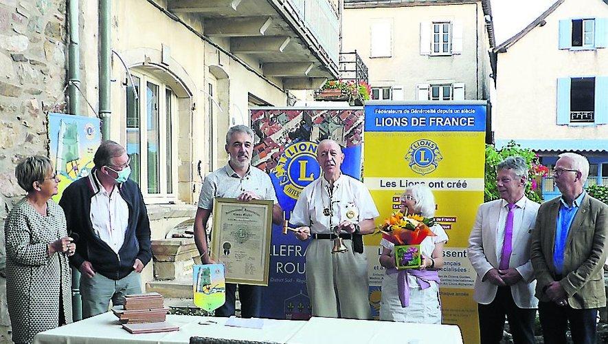 La passation de pouvoir entre les présidents du Lions club de Villefranche./ Photo M. M.