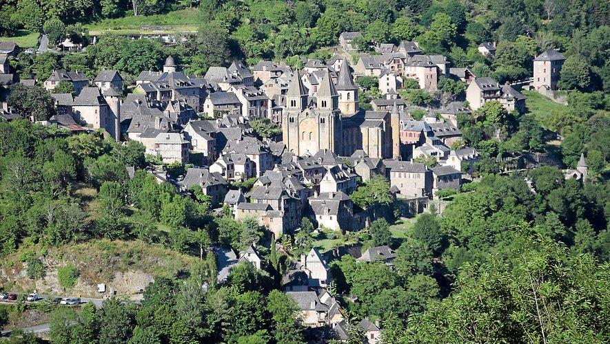 Conques où l'on peut visiter (avec un guide) l'abbatiale Sainte-Foy.