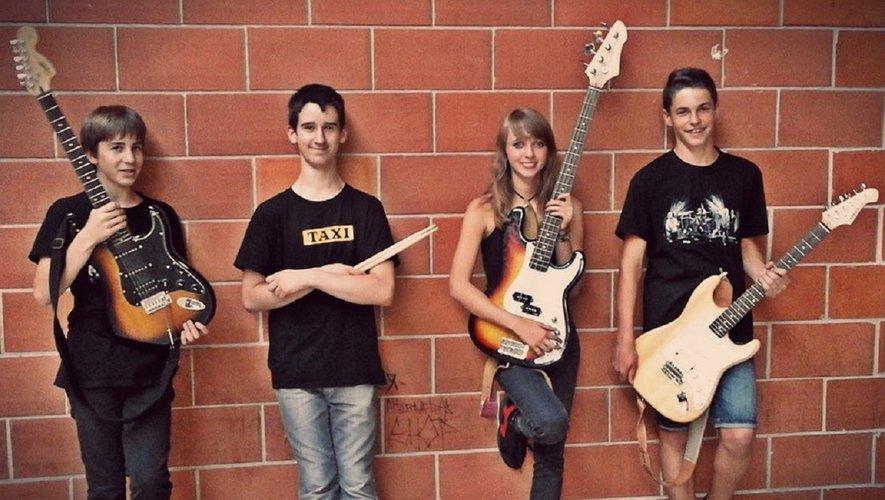 Mathis (guitare et chant), Valentin (batterie) Sarah (Basse et chant) et Victor (guitare et chant), en 2016.