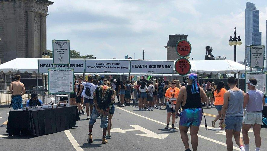 En pleine remontée des cas de Covid-19 aux Etats-Unis, le célèbre festival de musique de Lollapalooza a quand même ouvert ses portes jeudi à Chicago.