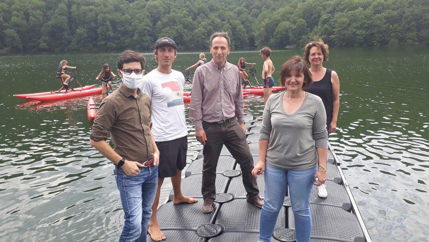 Gaëtan de O Paddle d'Olt avec Sandra Sielvy, maire de Castelnau, Elodie Gardes, son homologue de Lassouts, et Alain Picasso pour EDF.