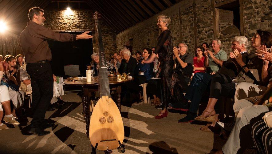 La dimension humaine entre les musiciens et le public s'accorde avec la découverte du patrimoine local.Michel Raynal