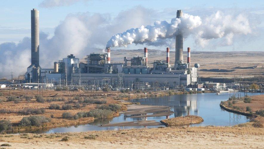 """Le simple fait de mettre hors service une centrale électrique au charbon et de la remplacer par une solution à émissions nulles pendant un an seulement permettrait par exemple de """"sauver 904 vies"""" au cours du siècle."""