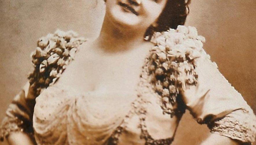 Emma Calvé, ici vers 1892, tomba dans l'oubli dans la seconde moitié du XXe siècle avant d'être remise au goût du jour.