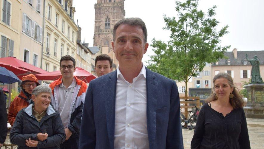 Eric Piolle, samedi en fin d'après-midi, place de la Cité à Rodez.