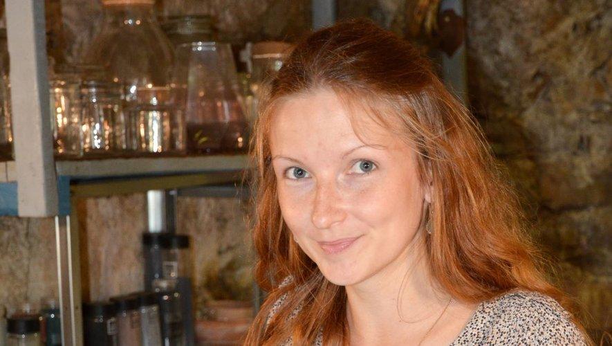 Morgane Claebots dans sa boutique,  Le Jardin des traverses.
