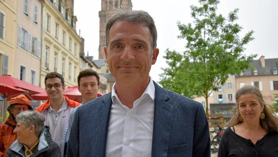 Eric Piolle, samedi à Rodez suivi de plusieurs de ses soutiens aveyronnais : Léon Thébault, Alexandra Dubois, Claudine Bonhomme, Thomas Jaafar…