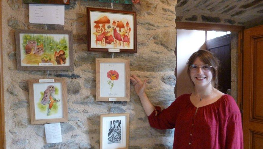 Marie Schondorf, une artiste du village présente ses œuvres.