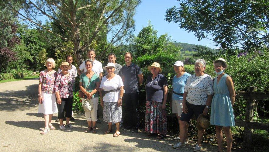 La visite des membres du jury régional est toujours un moment d'échange et de conseil pour les bénévoles du fleurissement.