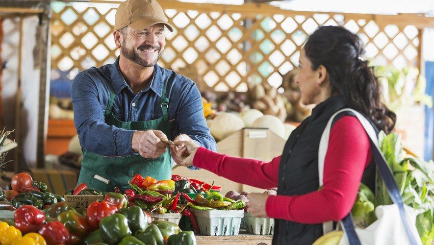 Selon l'association Familles Rurales, manger 5 fruits et légumes par semaine, comme le préconise l'OMS, revient à dépenser au minimum entre 52 et 86 euros par mois. Soit l'équivalent de 4% à 7% d'un SMIC net mensuel.
