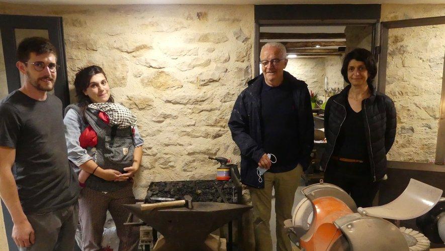 Anna et Dylan présente leur atelier de forge.