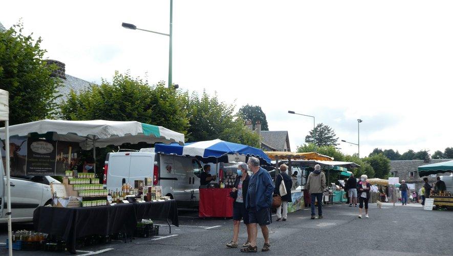 Le marché se tient sur la place du Taureau tous les samedis matin.