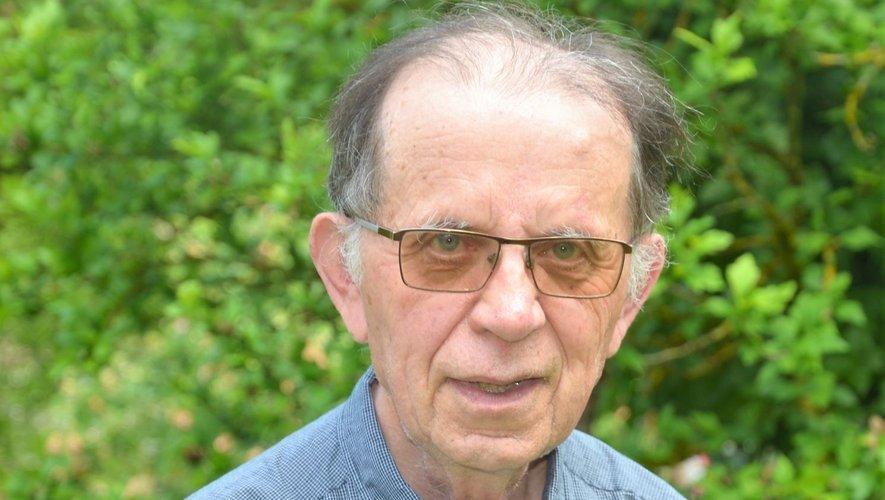 Le père  Jean Compazieu réside toujours au presbytère de Salles-la-Source.