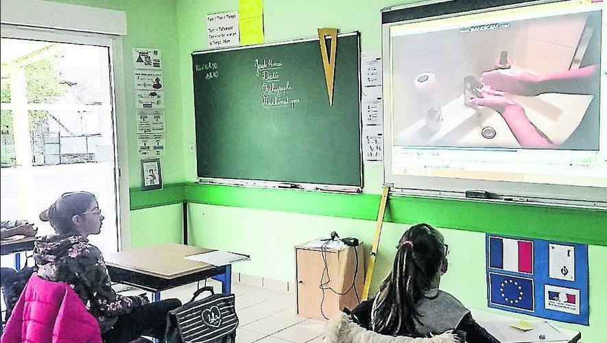 Les mesures évoquées par le ministre de l'Education nationale tendent clairement à inciter les élèves à la vaccination.