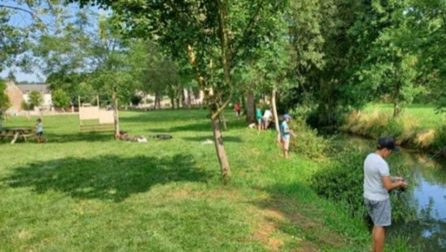 Les jeunes pêcheurs à Coussergues.