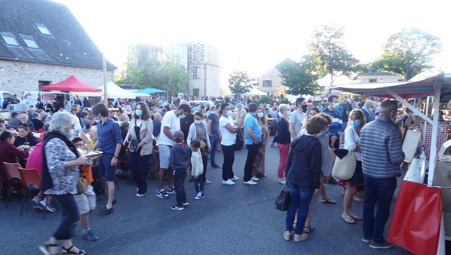 Le public a répondu présent à ce nouveau marché nocturne.