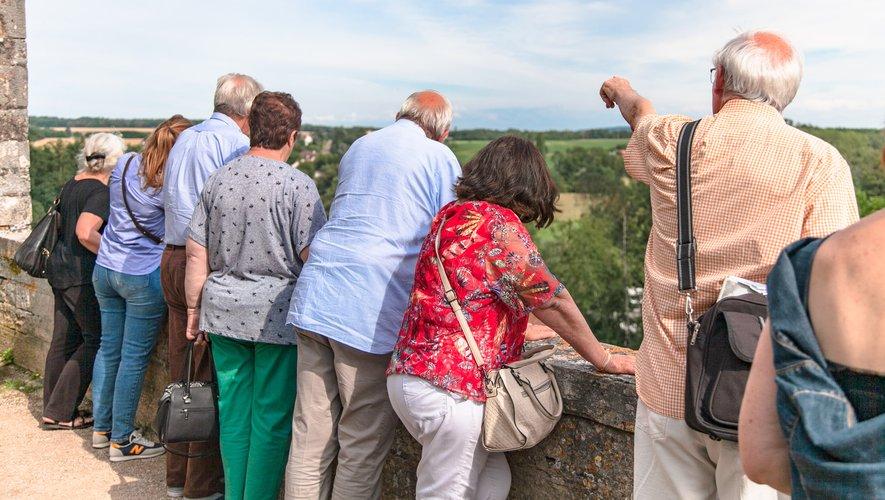 La commission Qualité en visite. Ci-contre, Alain Di Stefano, président de l'association des Plus Beaux Villages de France.