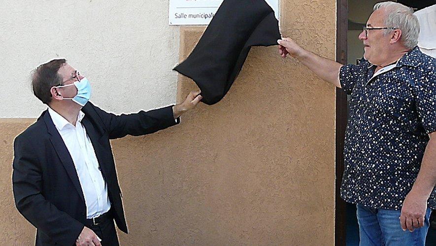 La plaque a été dévoilée par le maire et Didier Dulac.