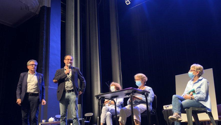 Présentation de la nouvelle saison de l'USP au théâtre municipal de Villefranche-de-Rouergue.