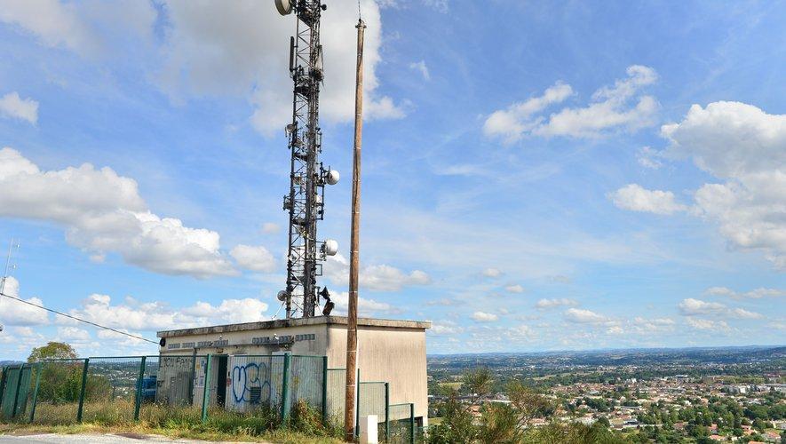 L'antenne relais chemin de Canteperlic  couvre quelque 50 000 personnes.