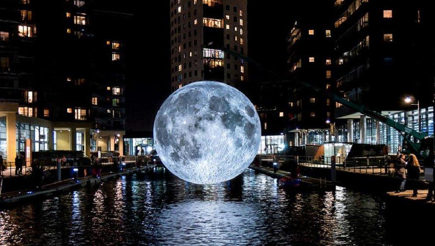La lune de Museum of the Moon accueillera les visiteurs au Foirail.