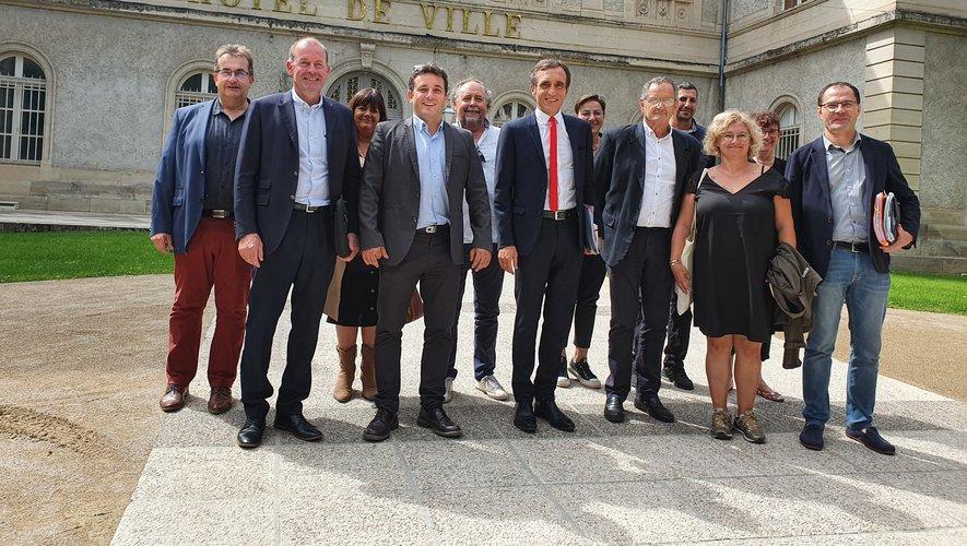 Arnaud Viala a été accueilli par de nombreux élus vendredi à la mairie./ Photo C. I.