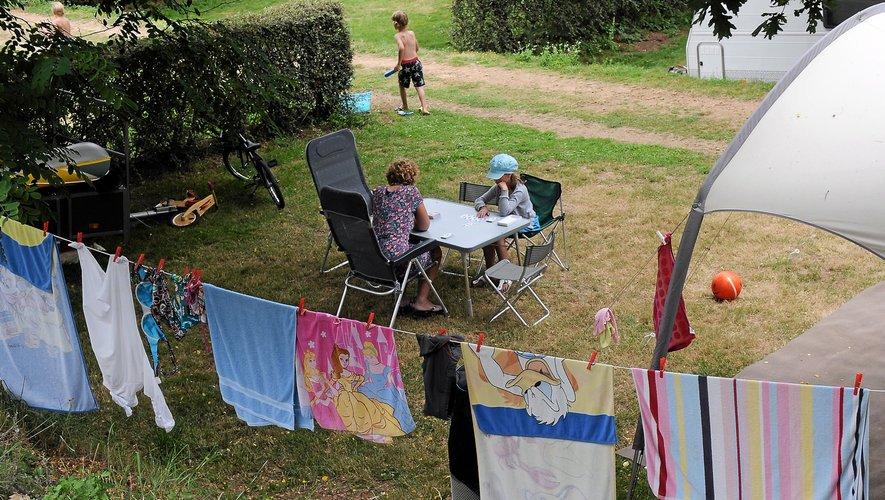 Les campings et gîtes sont les types d'hébergement privilégiés par les touristes.