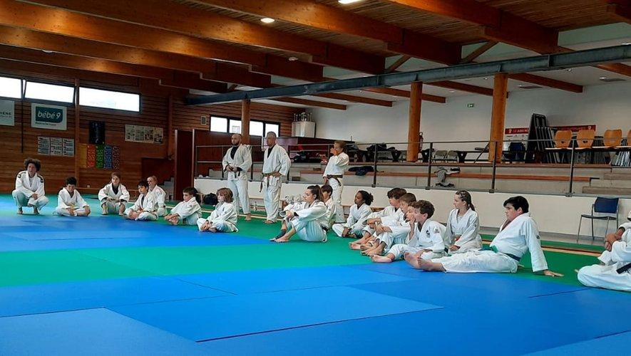 Sur des tatamis neufs, le plaisir de se retrouver pour les judokas du JRA.