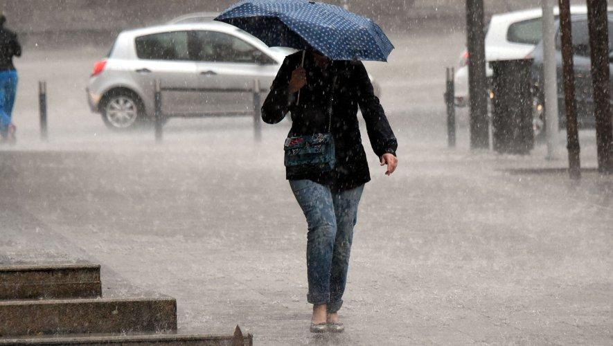 Orages et pluies localement intenses jusqu'à ce mercredi matin.