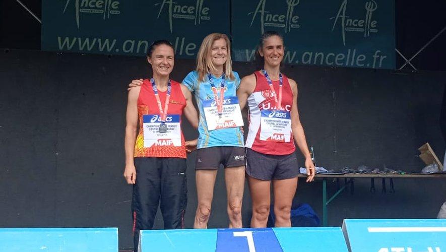 Sophie Mazenc (à gauche) obtient la médaille d'argent en masters 1.