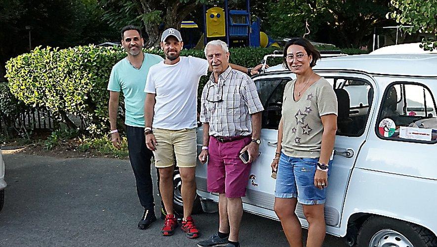 Papi Jacques est bien entouré, Maurice porte ses couleurs et Michel profite avec Evane.