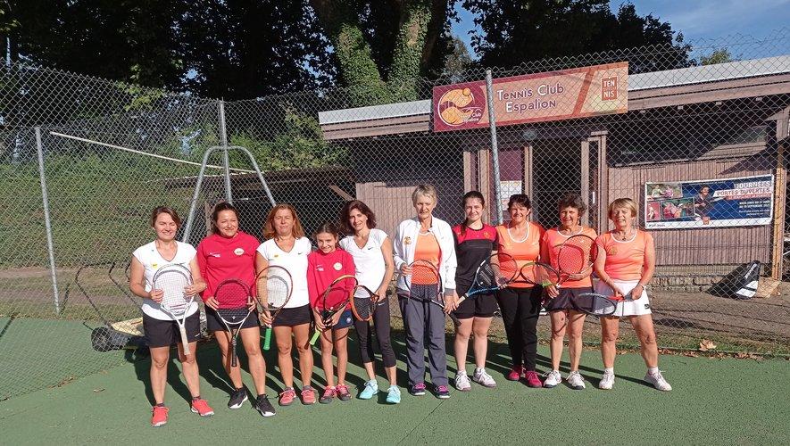 Les équipes féminines d'Espalion et de Rodez.