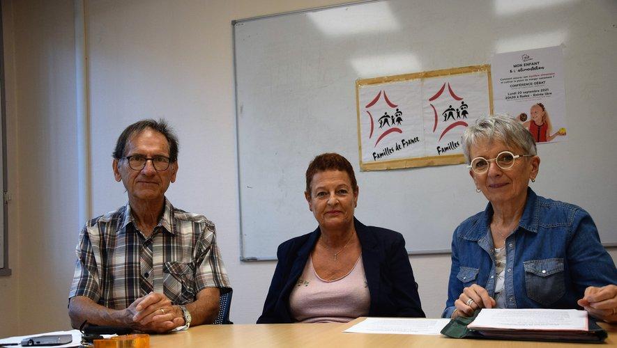 Lucien Pagès, Evelyne Soulié et Jackie Maillé, de l'association Familles de France.