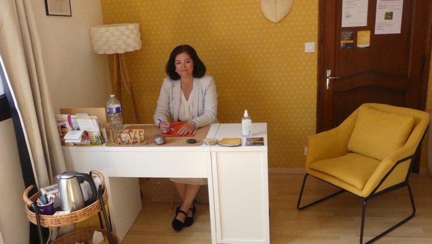 Caroline Fualdès dans son cabinet 16 avenue Arsène Ratier.